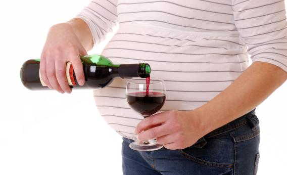 pregnant-woman-with-wine